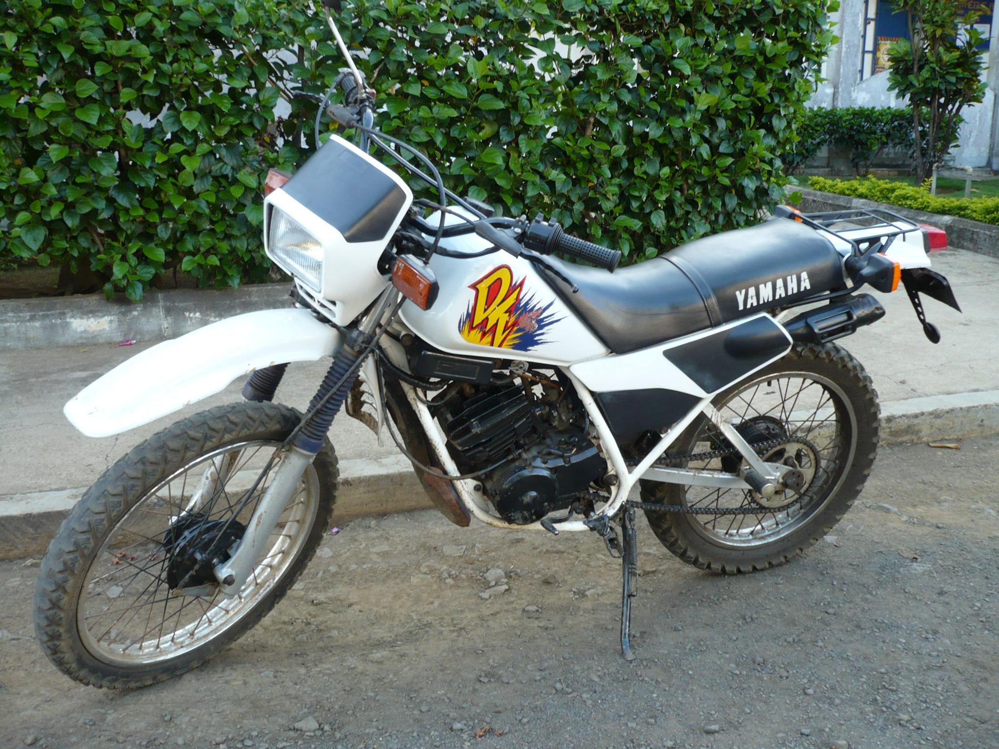 Ma petite moto qui va m'accompagner partout, j'espère...
